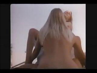 Chicas se follan al inspector RETRO Y VINTAGE Videoclip