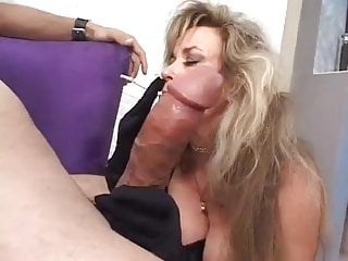 Hot cougar anjelica fox smoking blowjob...