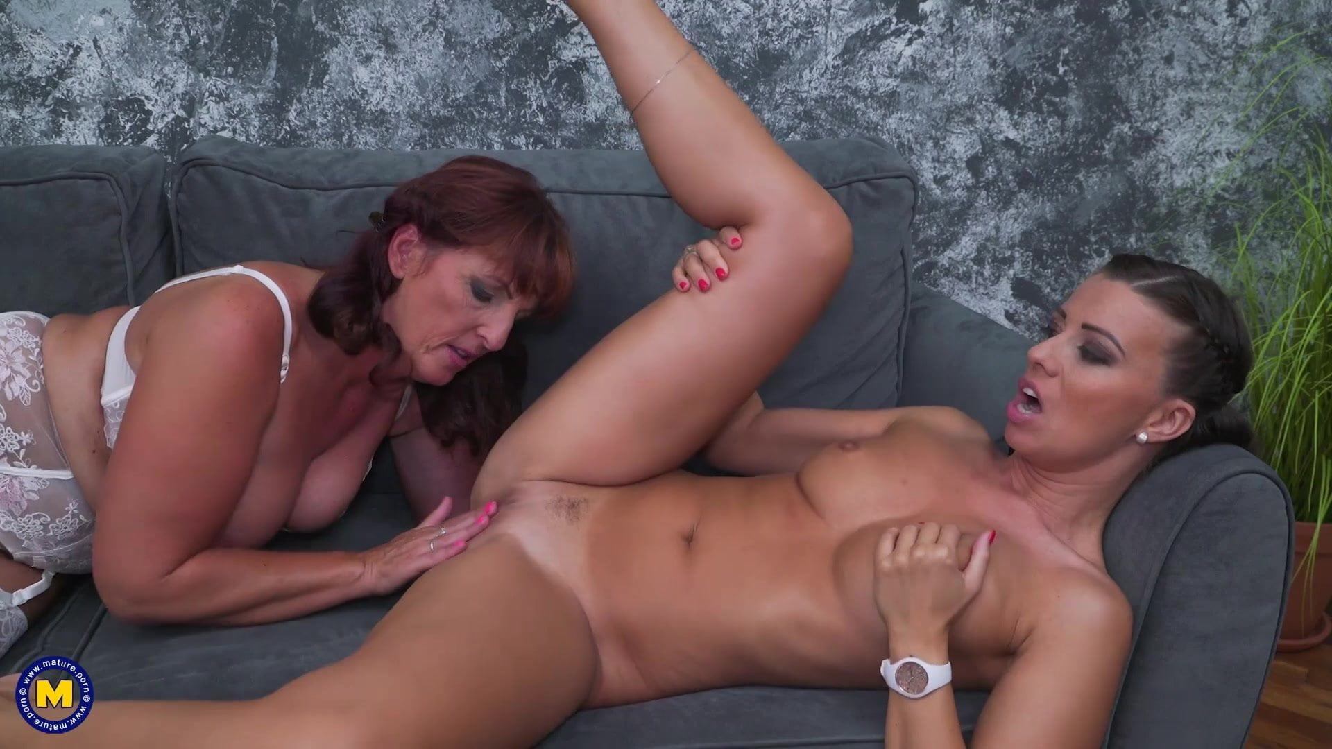Hot mature mom gets ass and pussy licking