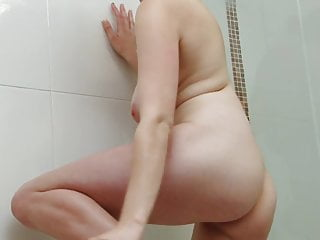 Randy slut fingers herself while taking a shower