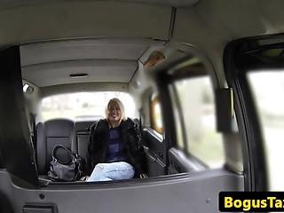 Actual overweight Britt cosksucks cabbie on spycam