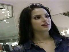 Teen im Einkaufszentrum aufgegabelt + richtig feucht gebumst