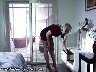 La figliastra esce dalla mamma bollente Nina Elle