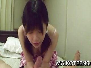 真子高hat Bit子日本青少年享受一個硬迪克