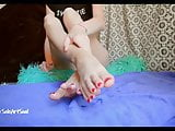 soleartsoul puts oil on her size 8.5 feet and soles for you
