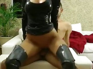 Blonde latex amateur fucked - Bild 8