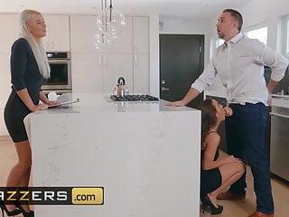 Nespokojná kundička podvádza manžela pri kúpe domu