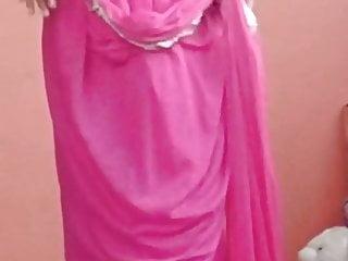Indian Babe in Saree unwraps herself