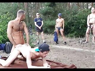 Gay cruising couple gives a sex show