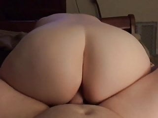 Showing her huge ass during hot fuck...