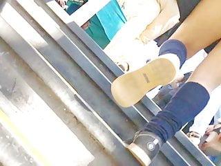 bonitas piernas Chica De metro Santiago con