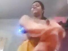 Desi aunty shows pussy