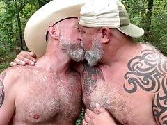 los vaqueros se besan