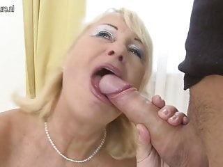 Hot nonna viene scopata dal suo giovane ragazzo