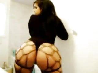 Arab girl twerking...