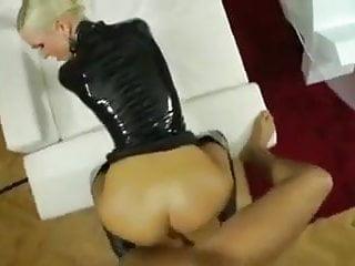 Blonde latex amateur fucked - Bild 5