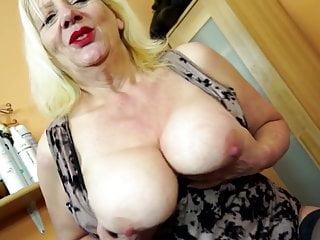 Nonna sporca con grandi tette e vecchia fica affamata