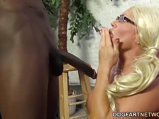 Procace Cougar Alexis Diamonds ottiene BBC Anal