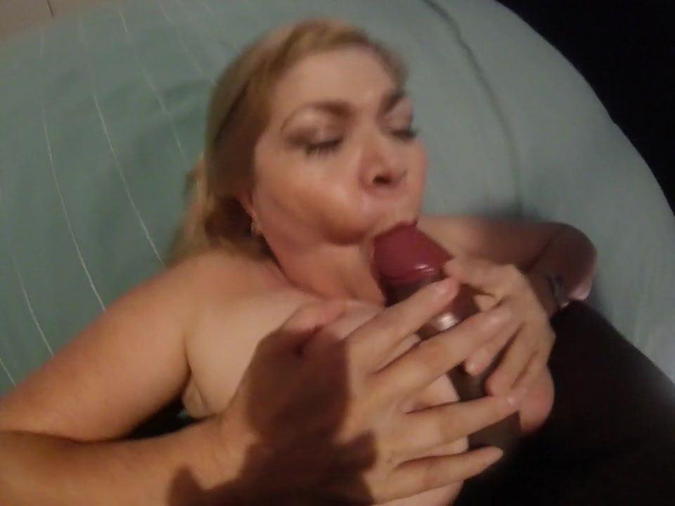 Busty MILF sex videa