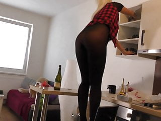 Amateur Tight Pussy Teen Upskirts from Street go Leggings