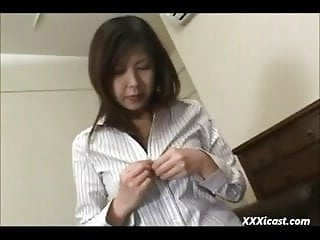 害羞的亞洲手淫在絲襪
