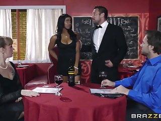 Brazzers Ebony Babe Jenna J Foxx ama il cazzo bianco
