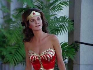 Lynda Carter – ''Wonder Woman'' S2