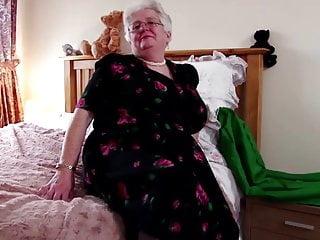 Super nonnina con grandi tette e vagina affamata