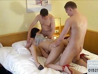 Lesben Amateure ficken alle gemeinsam im Hotel orgie