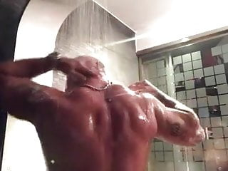 Te invita a la ducha (not porn)