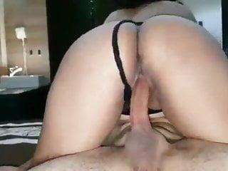 Cornudo grabando como cogen a su esposa