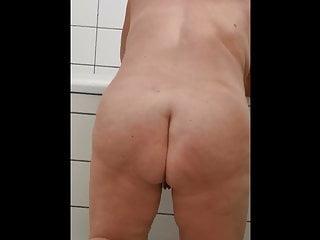 meine Frau beim Haarewaschen - Bild 9