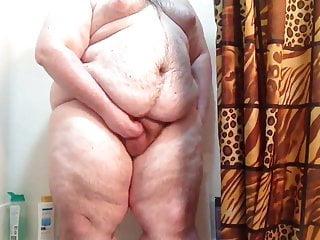 Young Megachub PearShapedBear in Shower