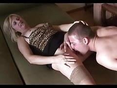 Fiával szexel a perverz anyuka amíg a férje dolgozik