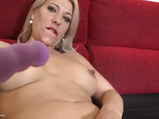 Mature blonde mom wants anal and pussy sex...
