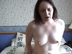 Szexmániás anya egyszerre szexel a férjével és a fiával - családi szex
