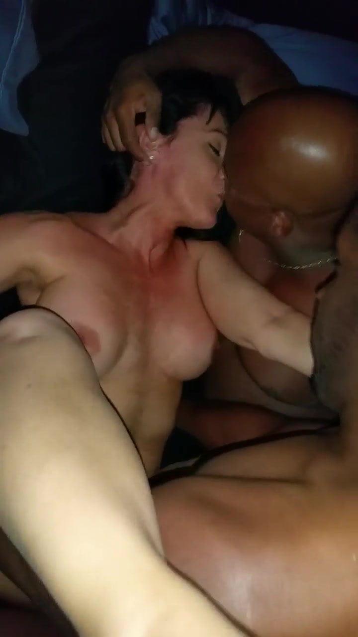 sex in bus pornstar pic