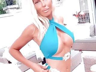 Serbian singer jelena karleusa bikini...