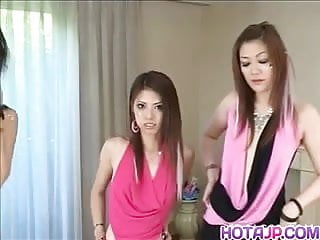 亞洲油膩女同性戀三人行