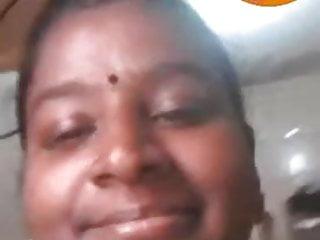 Tamil aunty kayal...