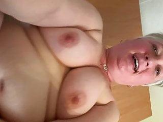 Blasluder arbeitet sich zum Orgasmus vor