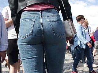 Czech holidays – sexy ass on Charles Bridge