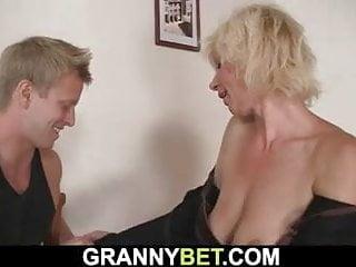 Syn núti mama na sex