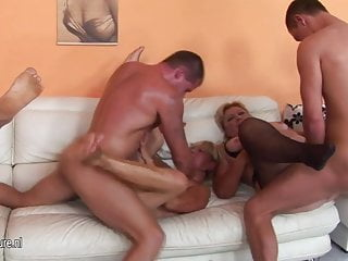 Mature groupsex with loads of pussy