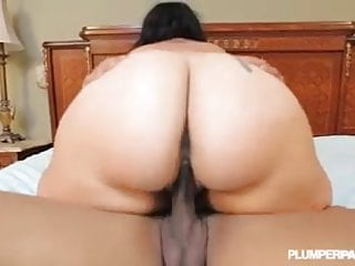 Latina diana nicole stretches ass...