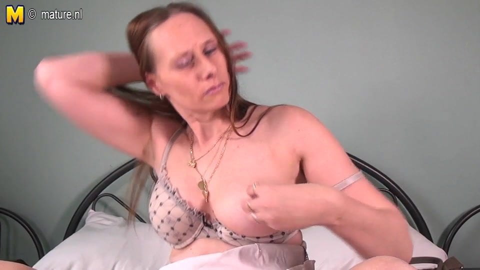 Lady mature nude
