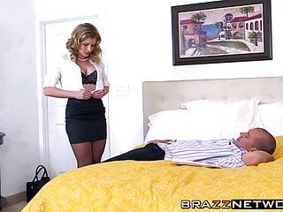 Incredibile Cory seduce un bel ragazzo