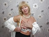 Gorgeous real mature mom Emily Jane wants a good sex
