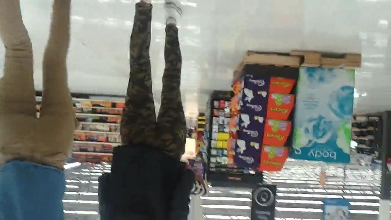 Slim Camgurl Ryleigh Dances Topless Webcam Slim Topless