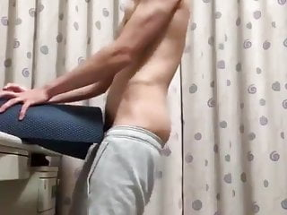 handsome Chinese guy fucking a homemade sextoy (2'19'')